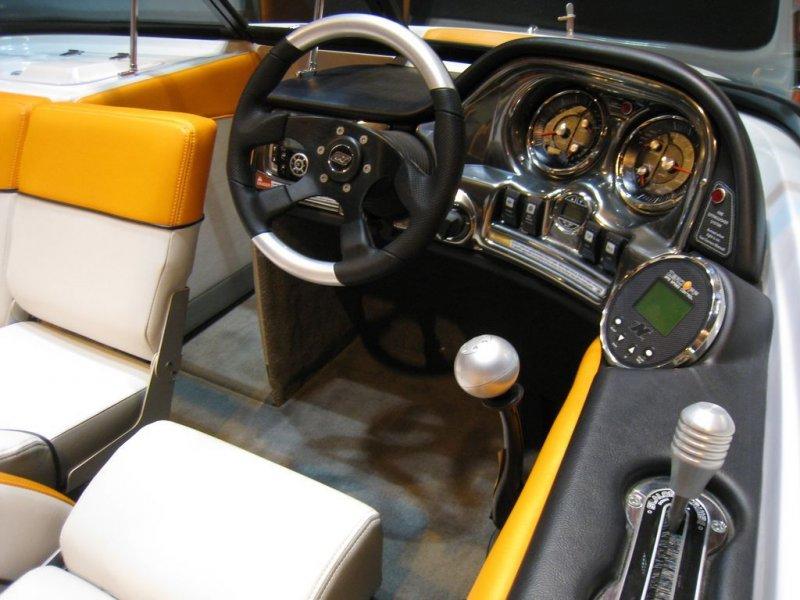 Poste de pilotage Correct Craft 200 Sport Nautique