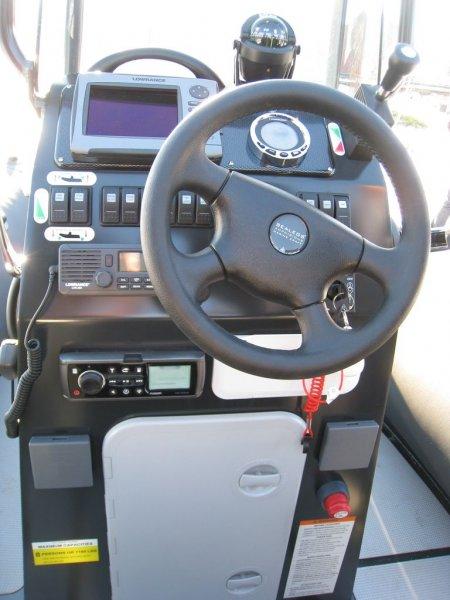 console-pilotage-sealegs-7-1m-professionnel-bateau-semi-rigide-amphibie