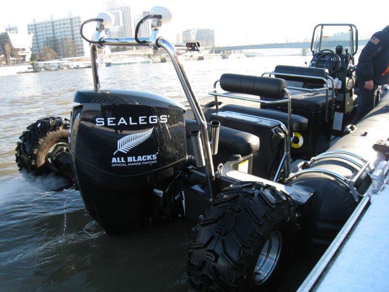 mise-au-quai-sealegs-7-1m-professionnel-bateau-semi-rigide-amphibie
