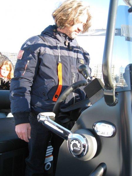 pilote-sealegs-7-1m-professionnel-bateau-semi-rigide-amphibie