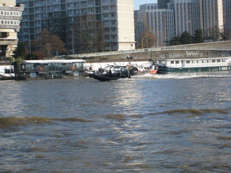 rapidite-sealegs-7-1m-professionnel-bateau-semi-rigide-amphibie