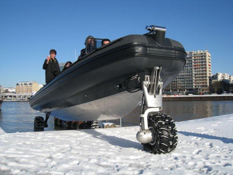 Semi-rigide amphibie : le Sealegs 7.1M Professionnel