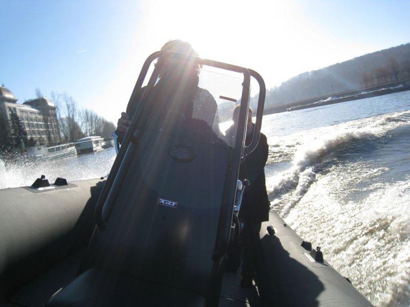 virage-serre-sealegs-7-1m-professionnel-bateau-semi-rigide-amphibie