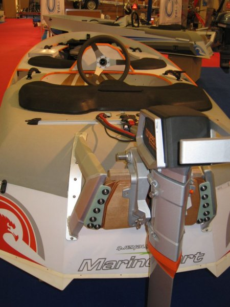 marinekart-orange-et-blanc-arriere