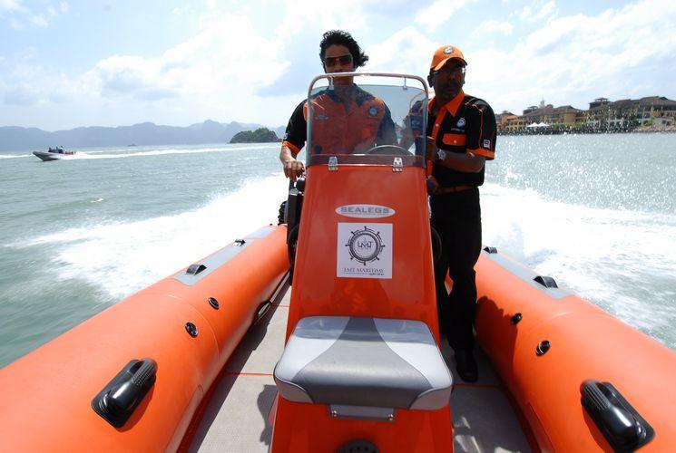 sealegs-amphibie-rib-6-1m_rescue_sauvetage_g
