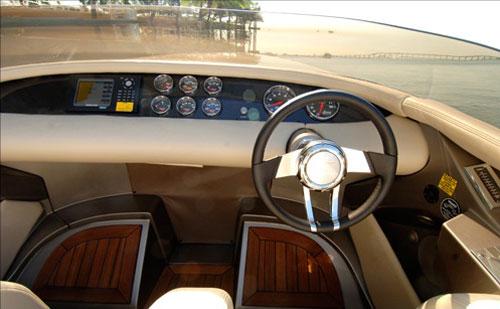 Porsche_fearless-28-yacht