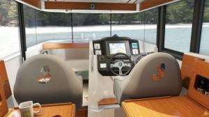Cockpit Bénéteau Barracuda - vedette rapide hors-bord