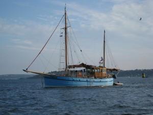 Festival du chant de marins : ancien chalutier à Bréhat